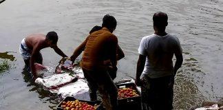 নদীর স্রোতের সাথে জৈন্তাপুরে ভেঁসে আসছে ভারতীয় পণ্য!