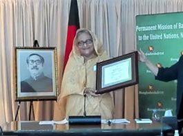 প্রধানমন্ত্রী শেখ হাসিনাকে 'মুকুট মণি' ও 'এসডিজি প্রোগ্রেস অ্যাওয়ার্ড' প্রদান